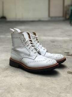 Sepatu trickers made england