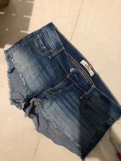 🚚 Hollister low waisted shorts