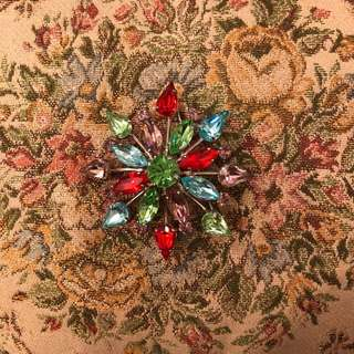 Cacharel crystal brooch pin
