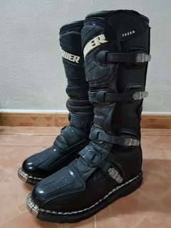 Answer Racing boots US8