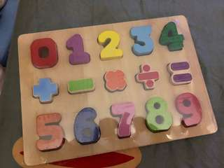 BNIB wooden learning puzzle - numbers