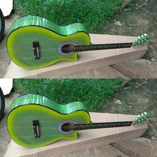 Gitar pemula akustik string