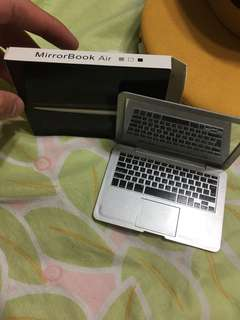 MacBook Air mirror