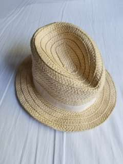 Baby Gap sun hat. Size 0-6 mths. Retails for $25. Excellent condition. Pickup beaches or yorkville. Ad will be removed once sold. Message with preferred location date and time.