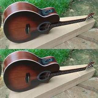 Gitar akustik elektrik jumbot