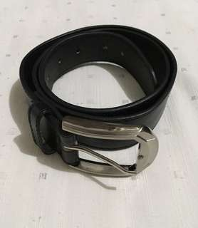 Men's Leather Belt Size Small 37 inches long