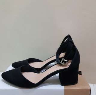 Block heels (close shoes) good for office wear.  Used it twice, not my size because it's 7.5  original price range at 2,500