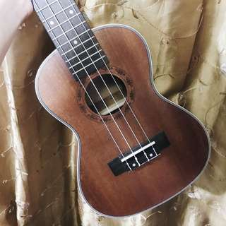 UKULELE (WITH TUNER AND COVER)