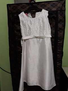 Communion dress sze 6 p150