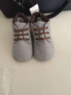 Sepatu baby boy dark grey