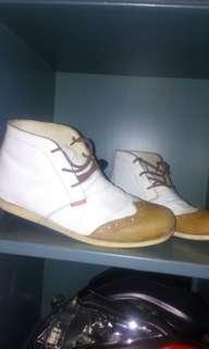 Jordan white kulit