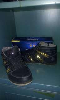 Sepatu speedo dance