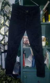 Celana denim hitam