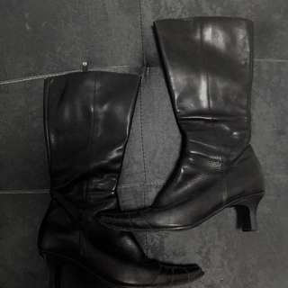 Boots with 1inch heel