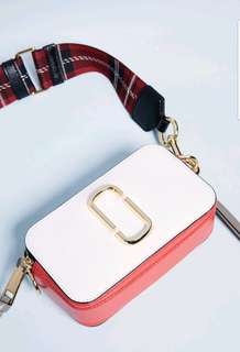 MARC JACOBS 專櫃款新款 白色撞色格紋圖案紋粗背帶相機包