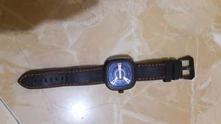 Jam sevenfriday hitam