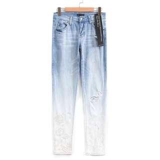 🚚 OshareGirl 05 歐美女士漸層藍調水洗刺繡抓破牛仔長褲
