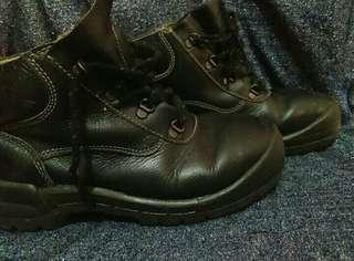Nego boleh Sepatu KING'S Hitam