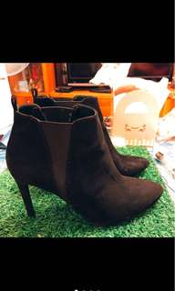 🚚 Bershka黑短靴37