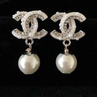 Chanel Pearl Earings