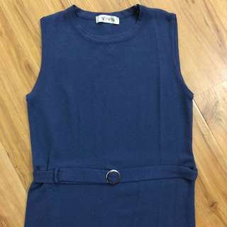 Ribbed blue dress with belt