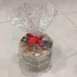 Hamper, snack, parcel mini kue kering (kue nastar dan kue 2 rasa) lebaran (2 toples)