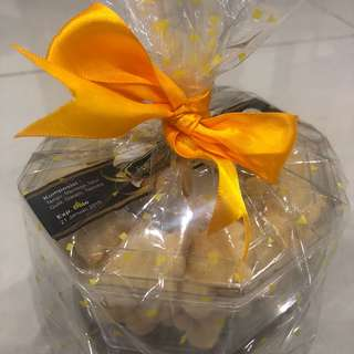 Hamper, snack, parcel mini kue kering (kue putih/putri salju dan kue kering coklat) lebaran (2 toples)