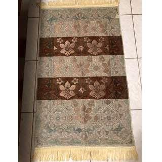 阿拉伯帶回漂亮地毯~全新