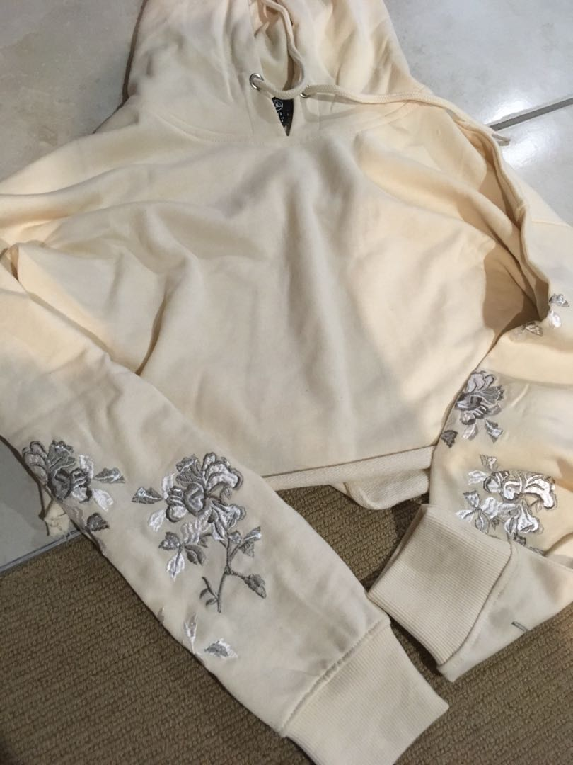 Embroidered sleeve cropped hoodie flowers