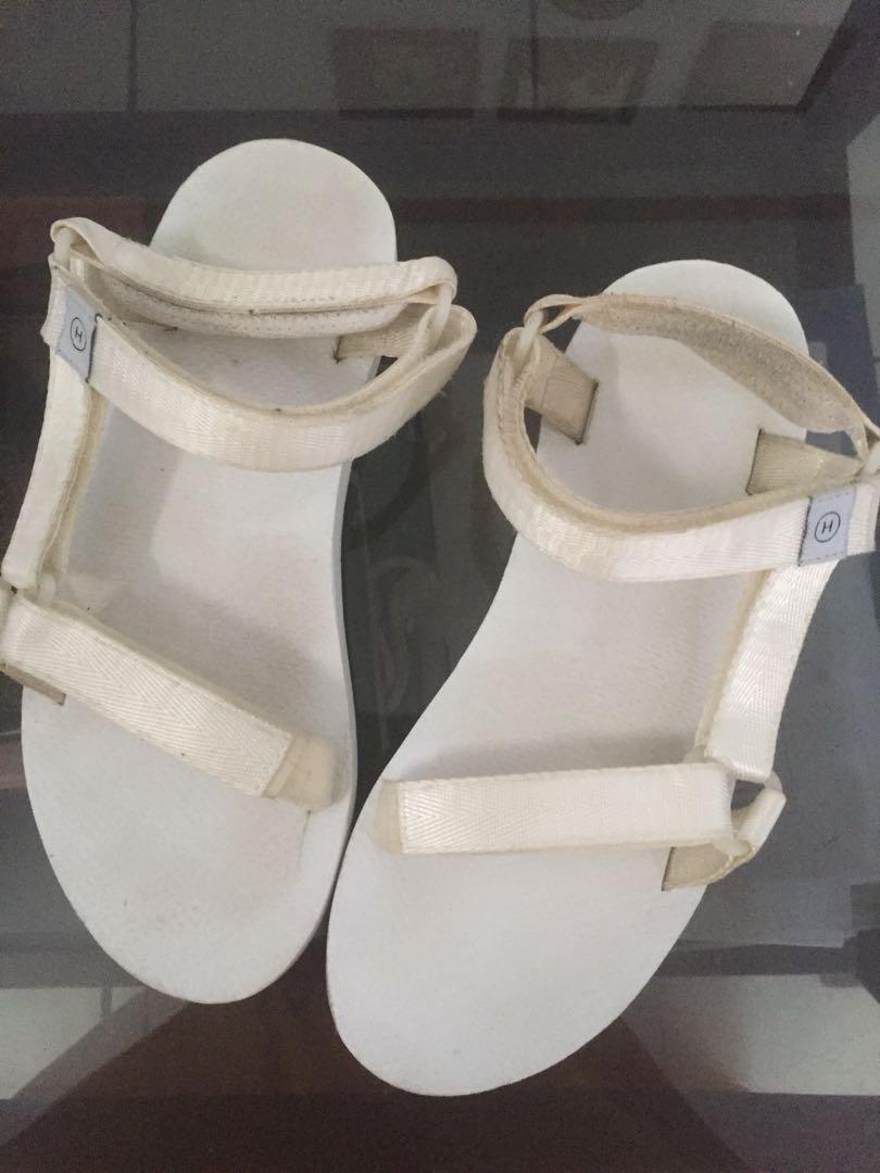 HI JACK KATO MONO WHITE Fesyen Wanita Sepatu Di Carousell