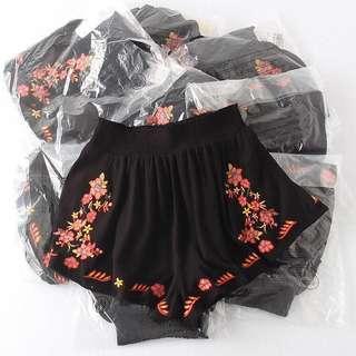 🚚 OshareGirl 05 美單女士精緻刺繡鬆緊腰圍休閒短褲熱褲