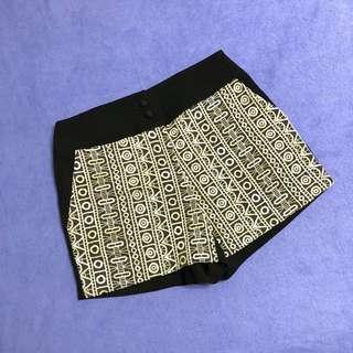 🚚 韓國製🇰🇷氣質金繡透氣短褲 半價出售