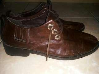 Sepatu kulit sport