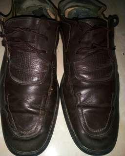 Sepatu kulit Laoyeche