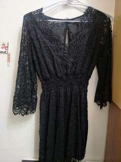 黑色伸縮蕾絲洋裝