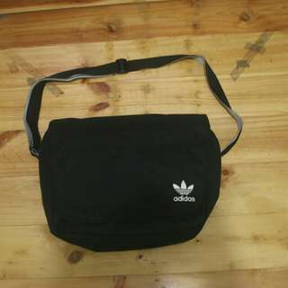 Adidas originals messenger bag full black