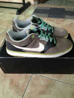 Sepatu nike 6.0 Air Zoom Cush Size 46 (with box) Original made in Vietnam kondisi 90% mulus pemakaian wajar Sol dan bawah sol sepatu masih utuh tebal aman