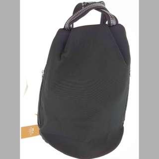 《超值價:原-990;特-500》BELA 百貨公司專櫃時尚簡約後背包《全新》