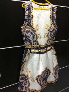 Dress motif timbul