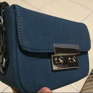 Zara cross slingbag
