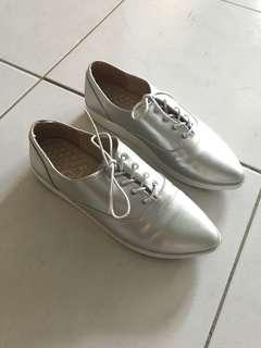 🚚 銀色尖頭牛津鞋