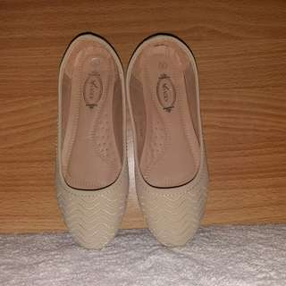 BEIGE DOLL SHOES