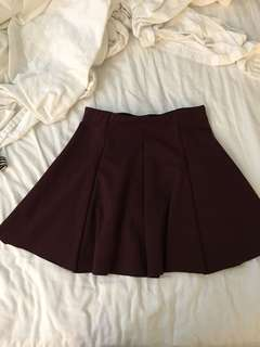 Brandy Melville burgundy pleated skirt never worn size small