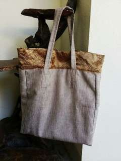 Light, h	ndy tote bag