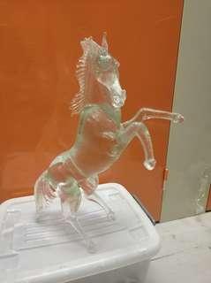 水晶馬 ,40多年歷史, 全长係65公分左右 作家名係法國(文) 非常完整 沒有瑕疵 唔識