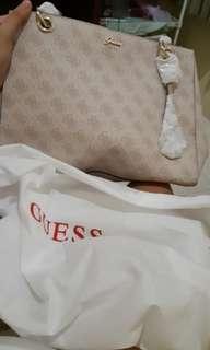 Guess (Tas Wanita Pink Muda)