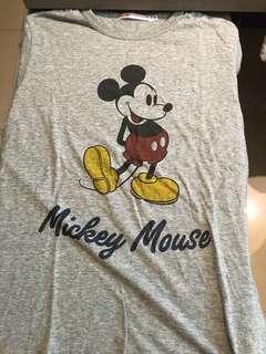 Uniqlo Mickey Mouse 9成新 m號