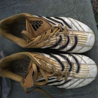 Kids Sz 4 Adidas Traction Soccer Boots