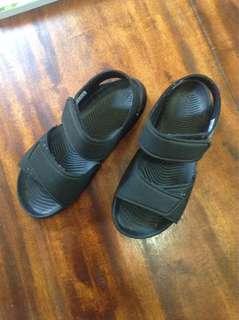 Adidas sandal BN. Orig Size j1