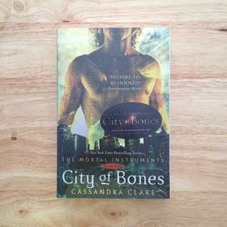 City of Bones (The Mortal Instruments, #1) by Cassandra Clare